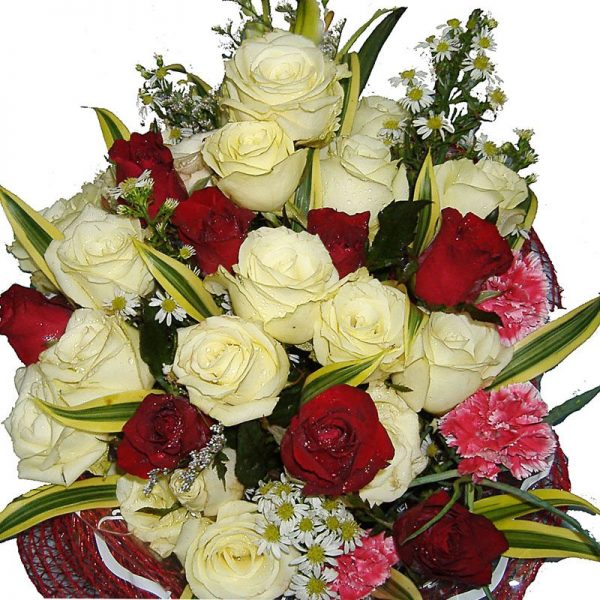 Red & white Roses in a mixed bouquet, close up