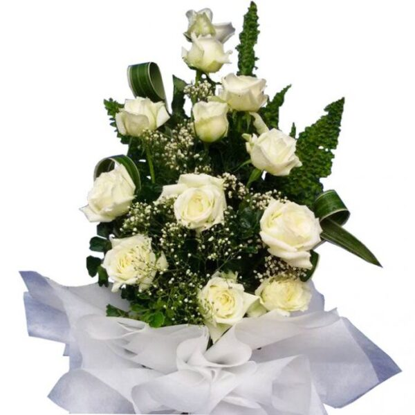 White Roses in a large bouquet, close up